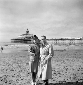Rosie and Ernst at the beach in The Hague, 1941
