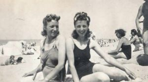 On the beach in the Hague, 1940